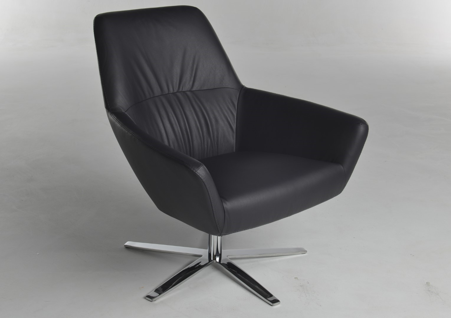 Paarse Draai Fauteuil.Zyba Fauteuil Restleder Donker Paars Draaipoot Glans Chroom